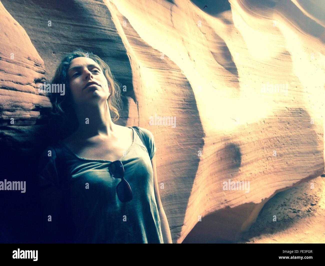 Retrato de mujer joven con arenisca Imagen De Stock