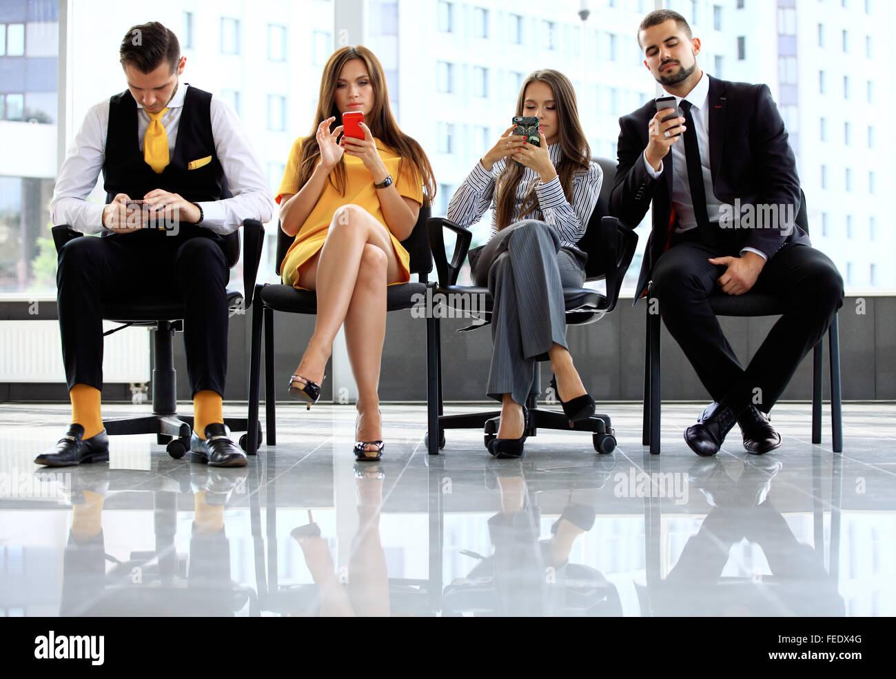 Gente de negocios esperando para una entrevista de trabajo Imagen De Stock