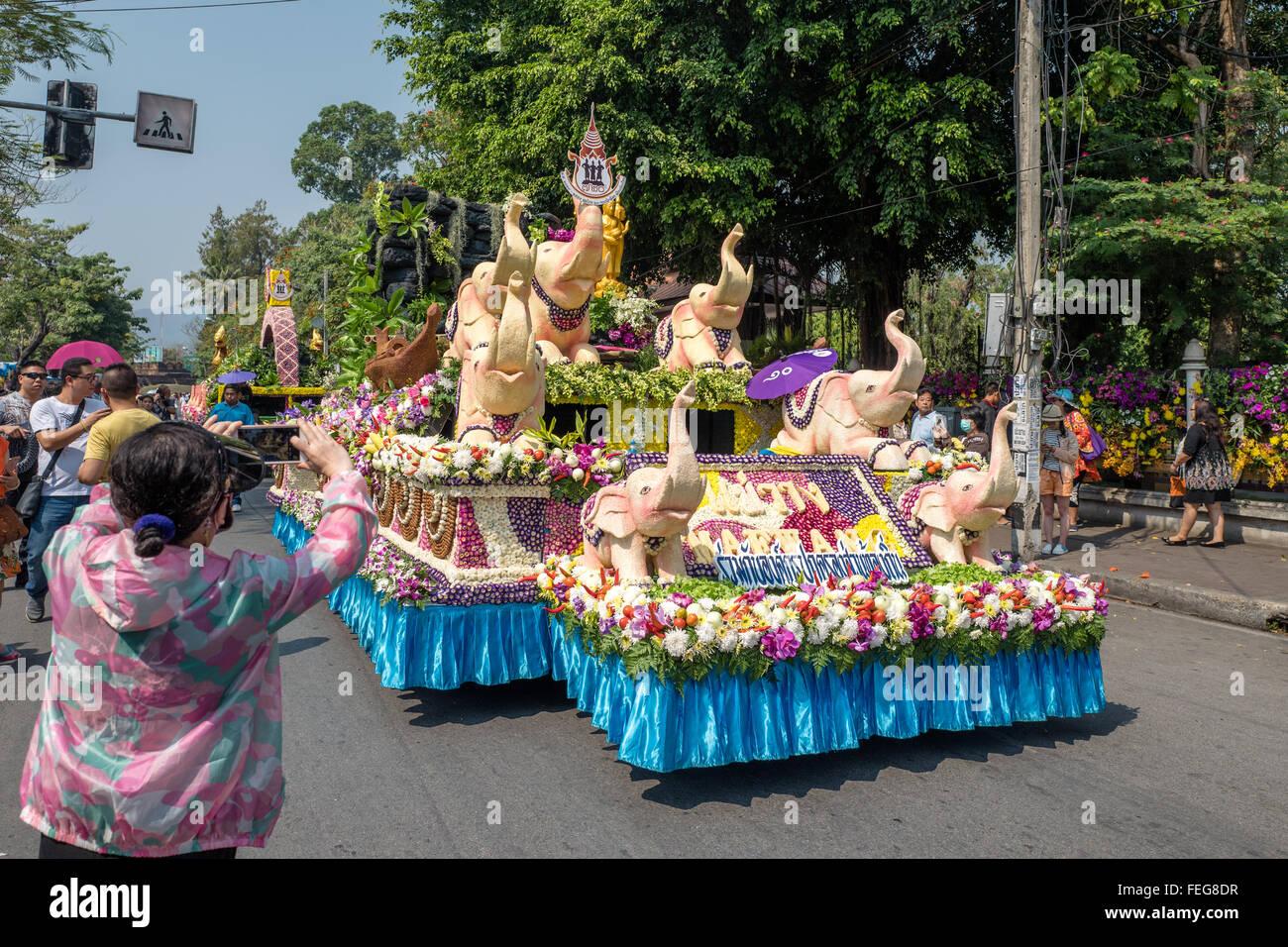 Chiang Mai Flower Festival Desfile De Carrozas Decoradas Con