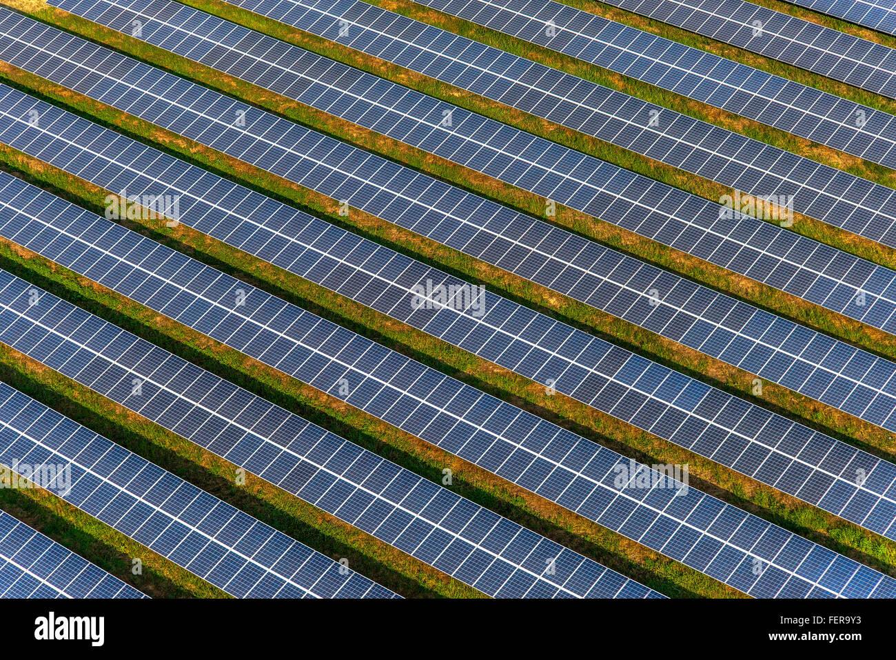 Granja Solar, paneles solares foto desde el aire Imagen De Stock