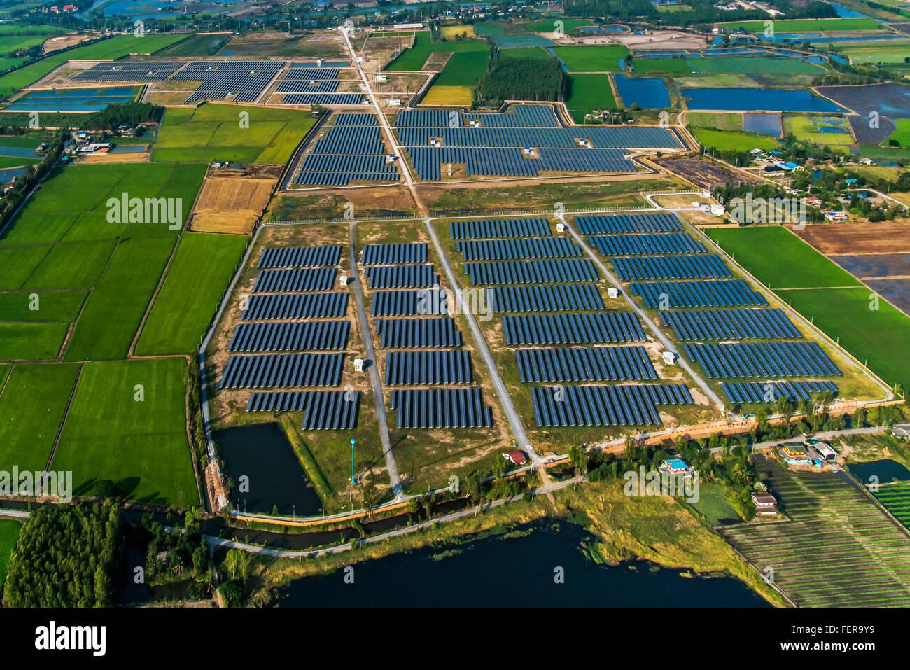 Granja Solar, paneles solares en Tailandia desde el aire Imagen De Stock