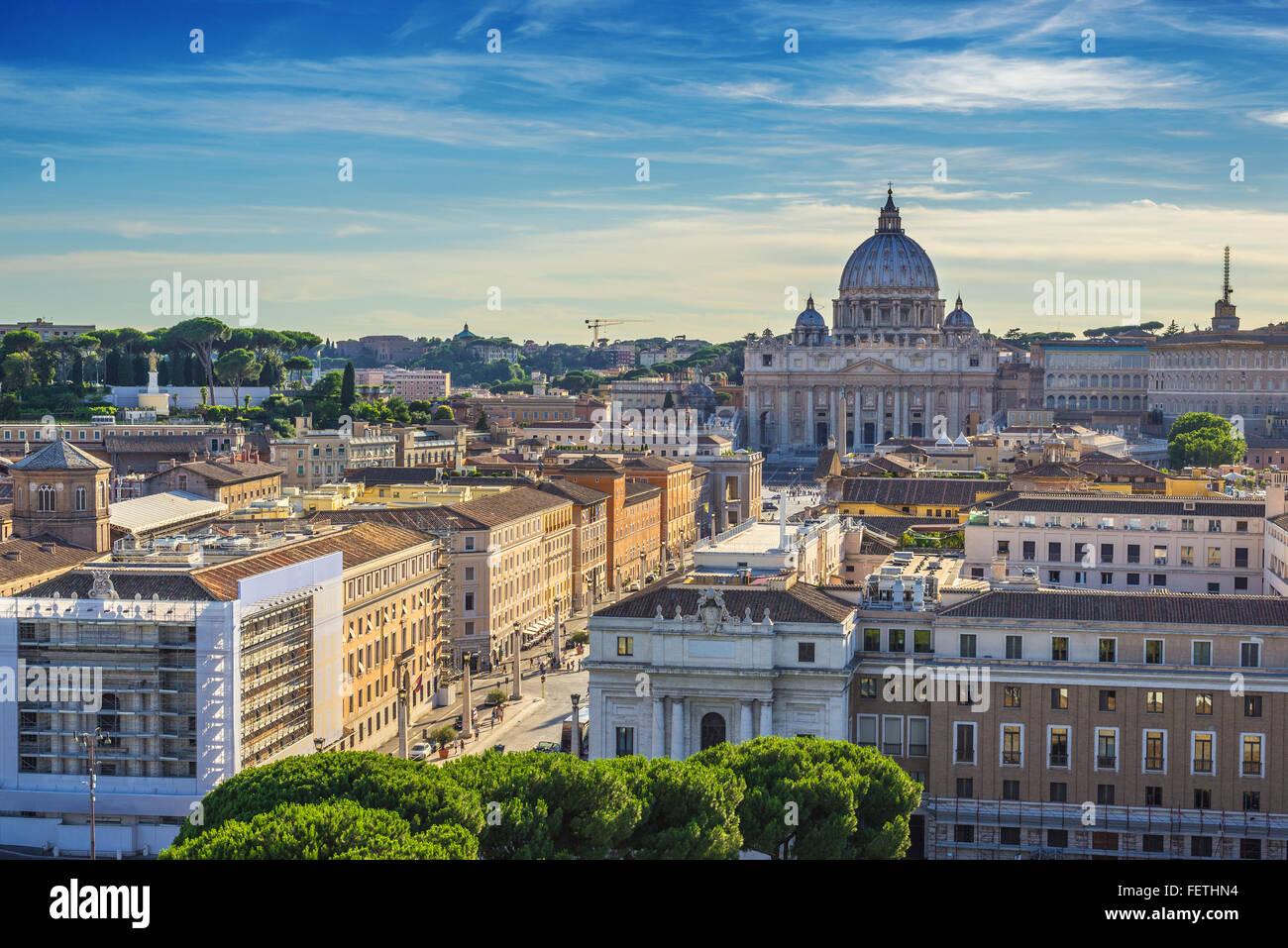 El horizonte de la ciudad de Roma al atardecer , Roma , Italia Imagen De Stock