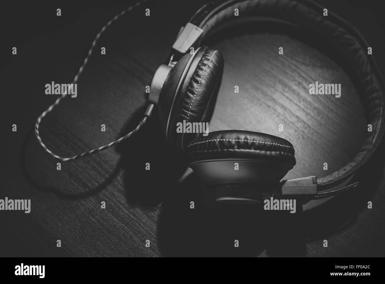Auriculares Auriculares en Blanco y Negro en Blanco y negro Imagen De Stock