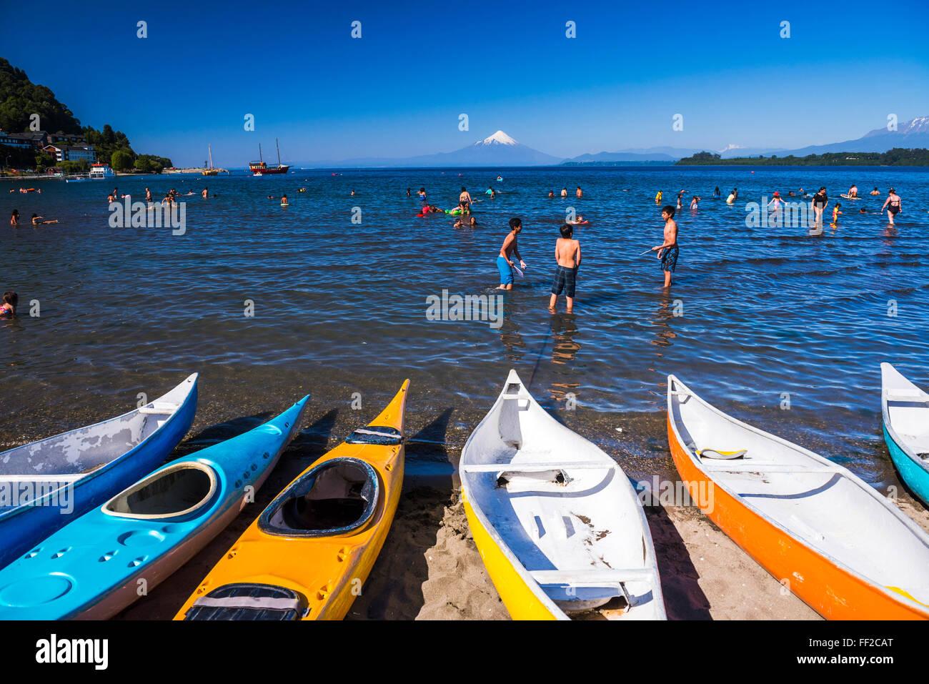 Playa de Puerto Varas con RMake RMRManquihue Osorno VoRMcano detrás, Puerto Varas, distrito, ChiRMe ChiRMe RMake, Foto de stock
