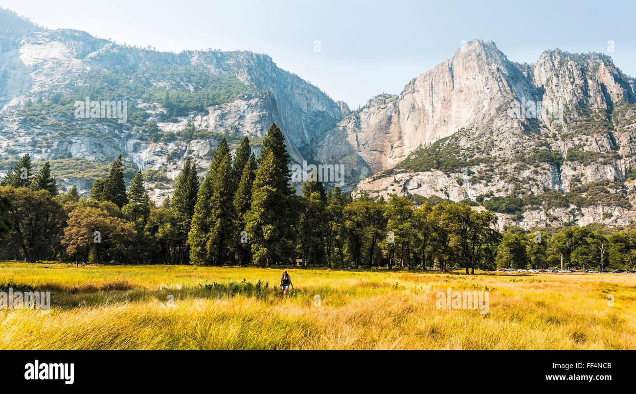 Valle de Yosemite en otoño, el Parque Nacional de Yosemite, UNESO, Sitio del Patrimonio Mundial, California, EE.UU. Foto de stock