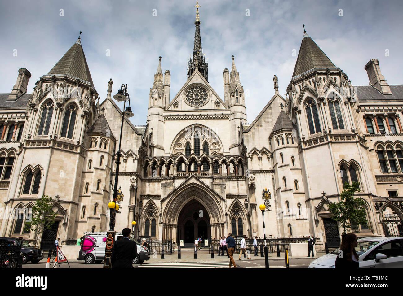 Las Cortes Reales de Justicia, comúnmente llamados los Tribunales, es un edificio de la Corte de Londres, que alberga Foto de stock
