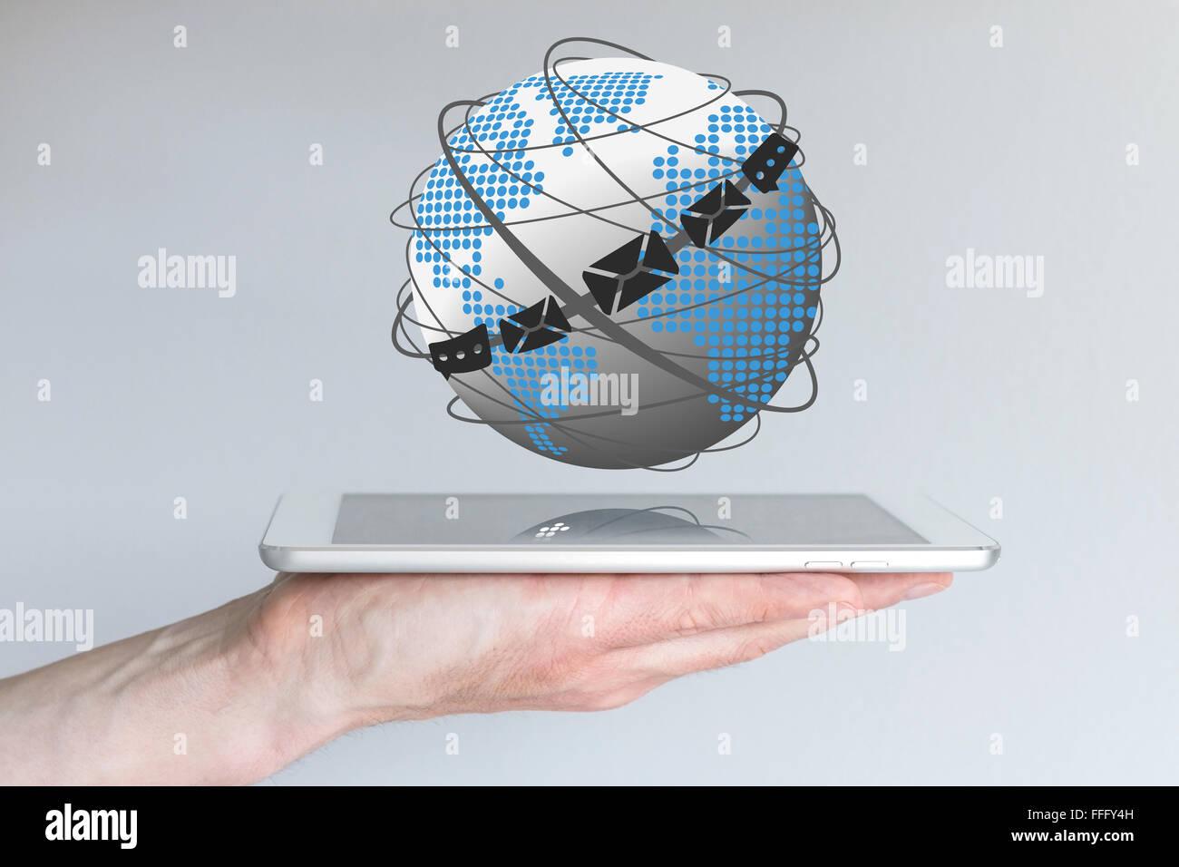 Concepto de comunicación global a través del correo electrónico, chat y mensajería Foto de stock