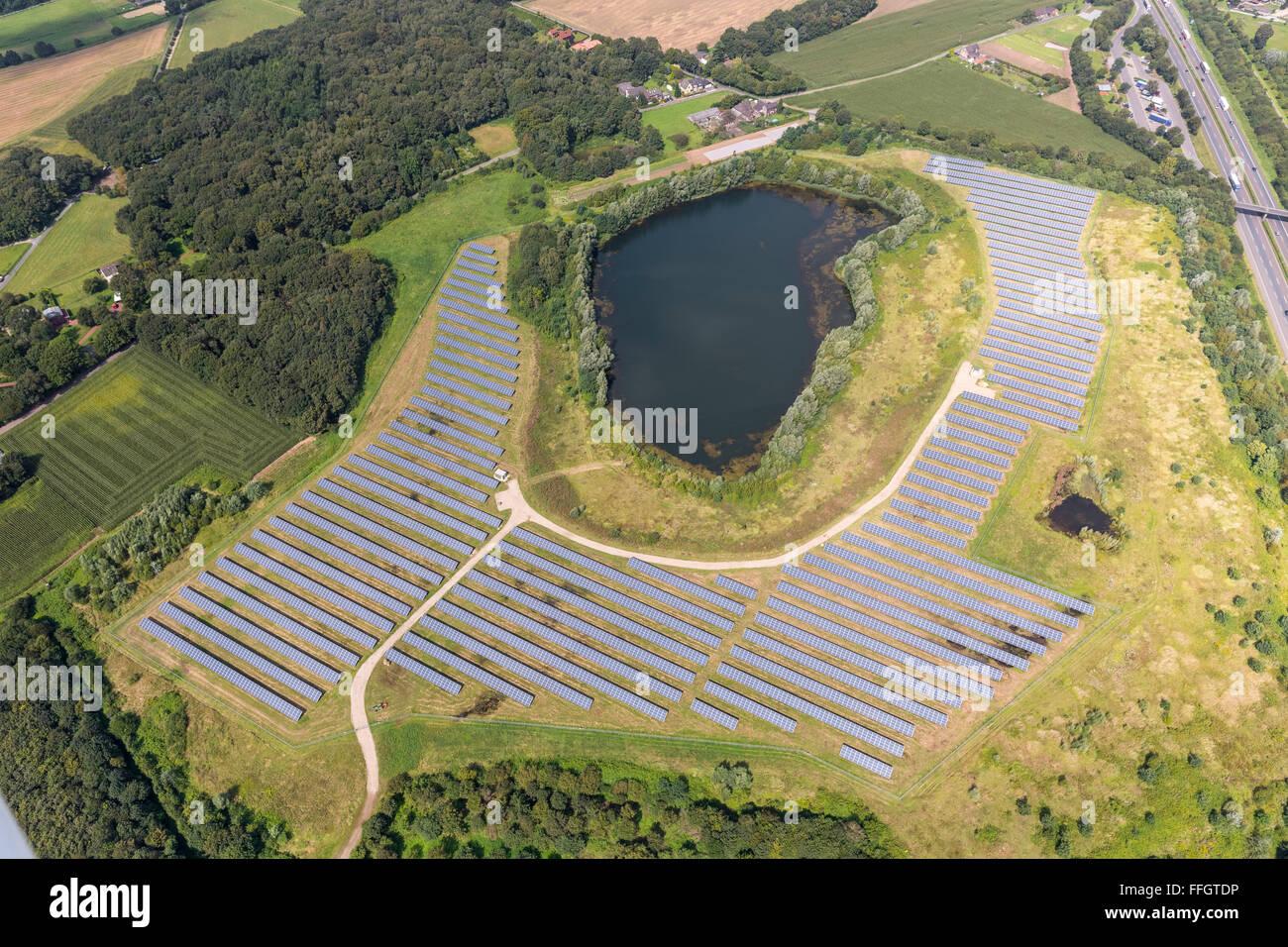 Vista aérea, paneles solares, en Grafschafter Mühlenfeld Park Road, Neukirchen, Bajo Rhin, Renania del Imagen De Stock