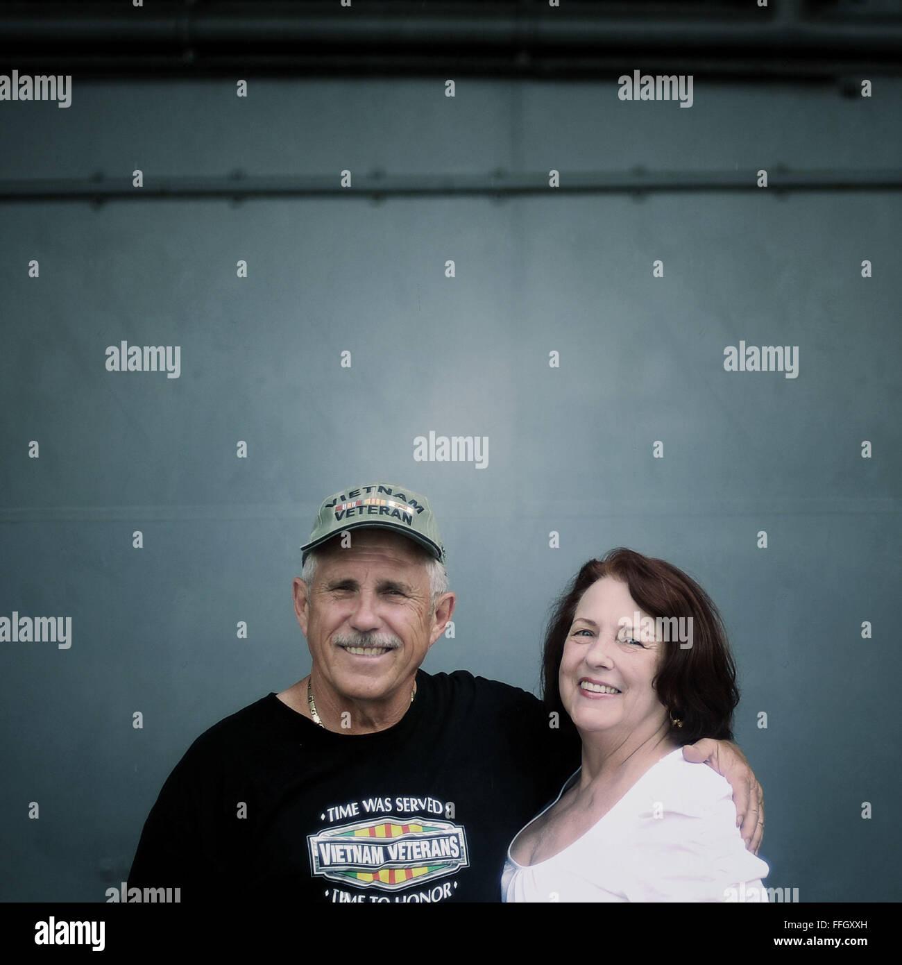 Nombre: Bob Lash Barbara Lash donde son: Long Island, N.Y. razón para visitar: Visitar el Intrepid Foto de stock