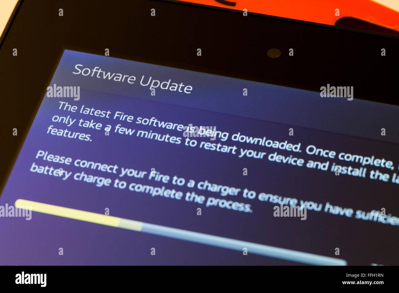 Amazon Fire tablet de pantalla de instalación de la actualización del software del sistema - EE.UU. Imagen De Stock