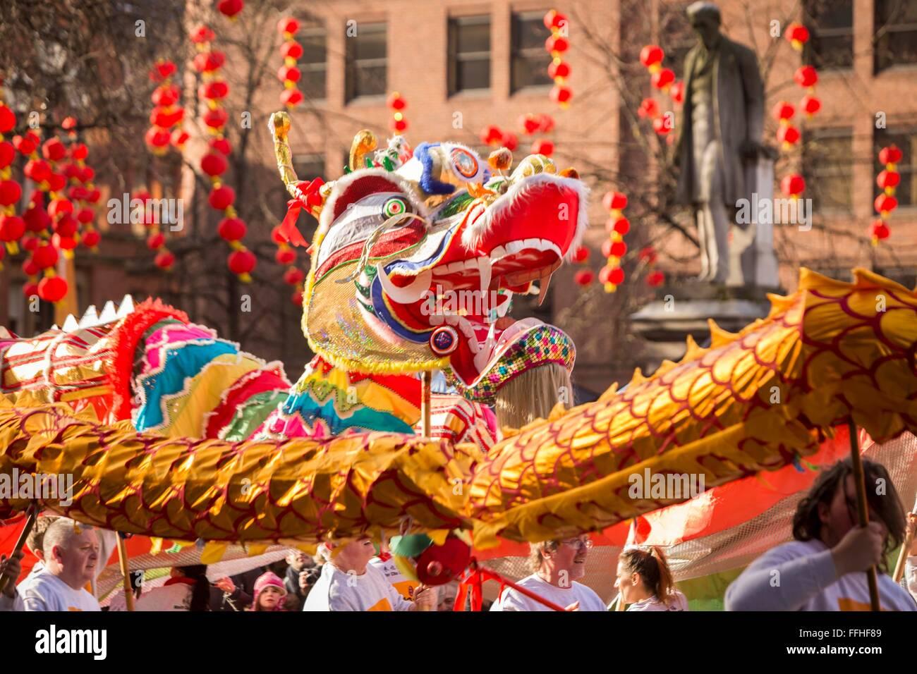 Manchester celebra el Año Nuevo Chino hoy (domingo 7 de febrero de 2016) con un desfile del dragón y danzas tradicionales Foto de stock