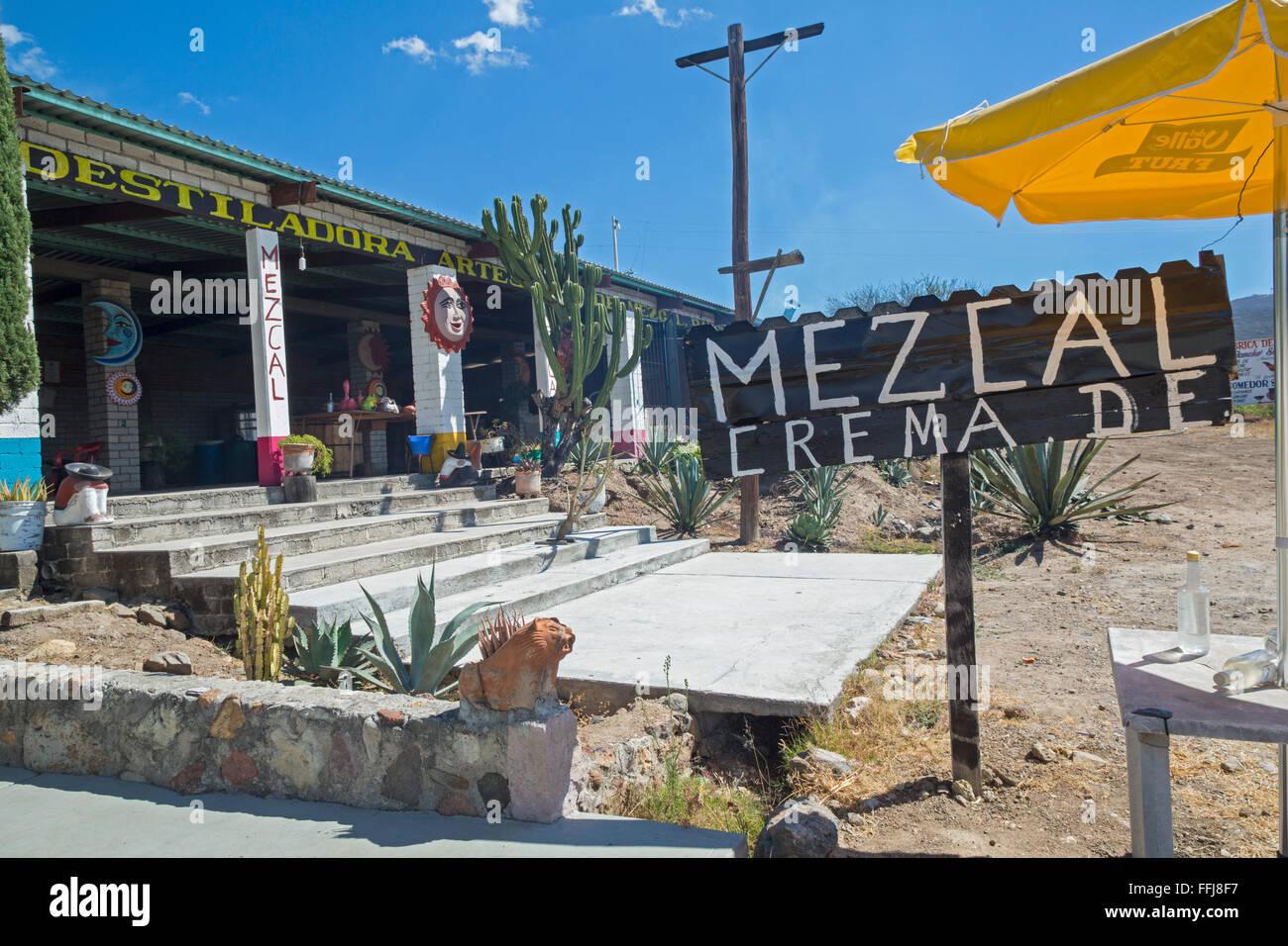 Santiago Matatlán, Oaxaca, México - una destilería de Mezcal. Foto de stock