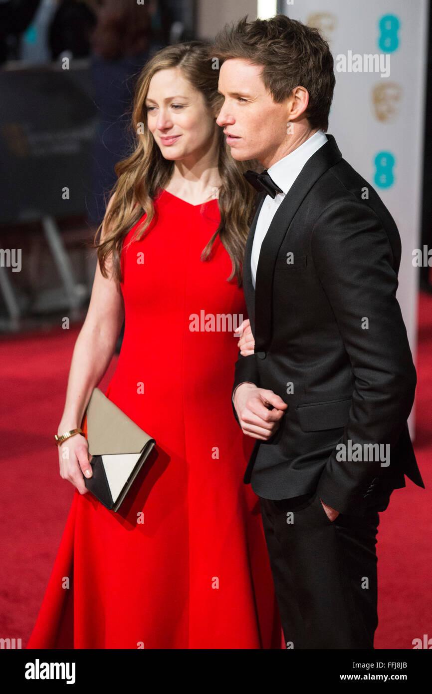 Londres, Reino Unido. 14 de febrero de 2016. El actor Eddie Redmayne con su esposa Hannah Bagshawe. Alfombra roja Foto de stock