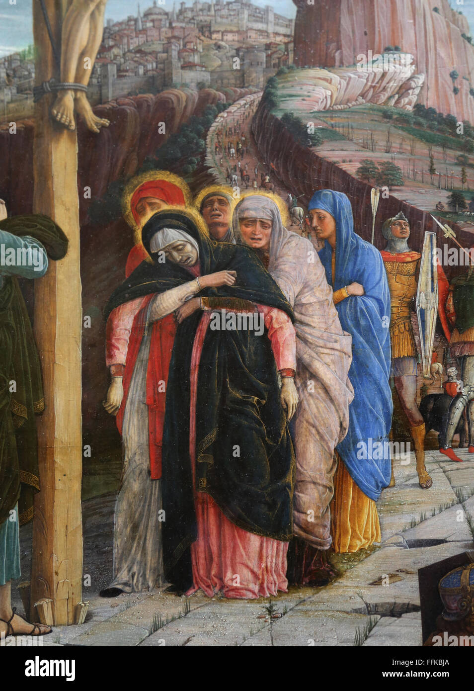 La Crucifixión. Panel en la parte central de la predella. 1457-1405. Por Andrea Mantegna (1431-1506). Tres Imagen De Stock