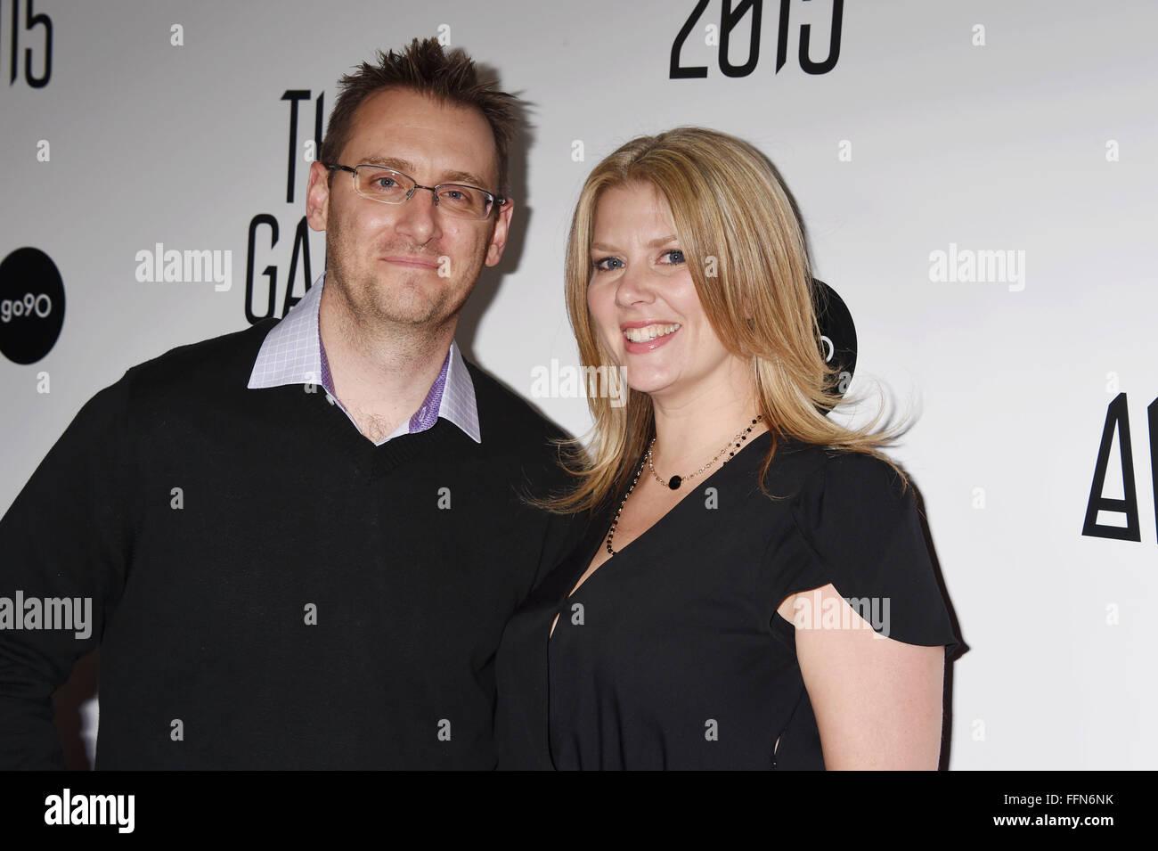 Presidencia Entertainment CEO Donald mostaza (L) y su esposa Laura llegan a la mostaza Game Awards 2015 / Llegadas Imagen De Stock