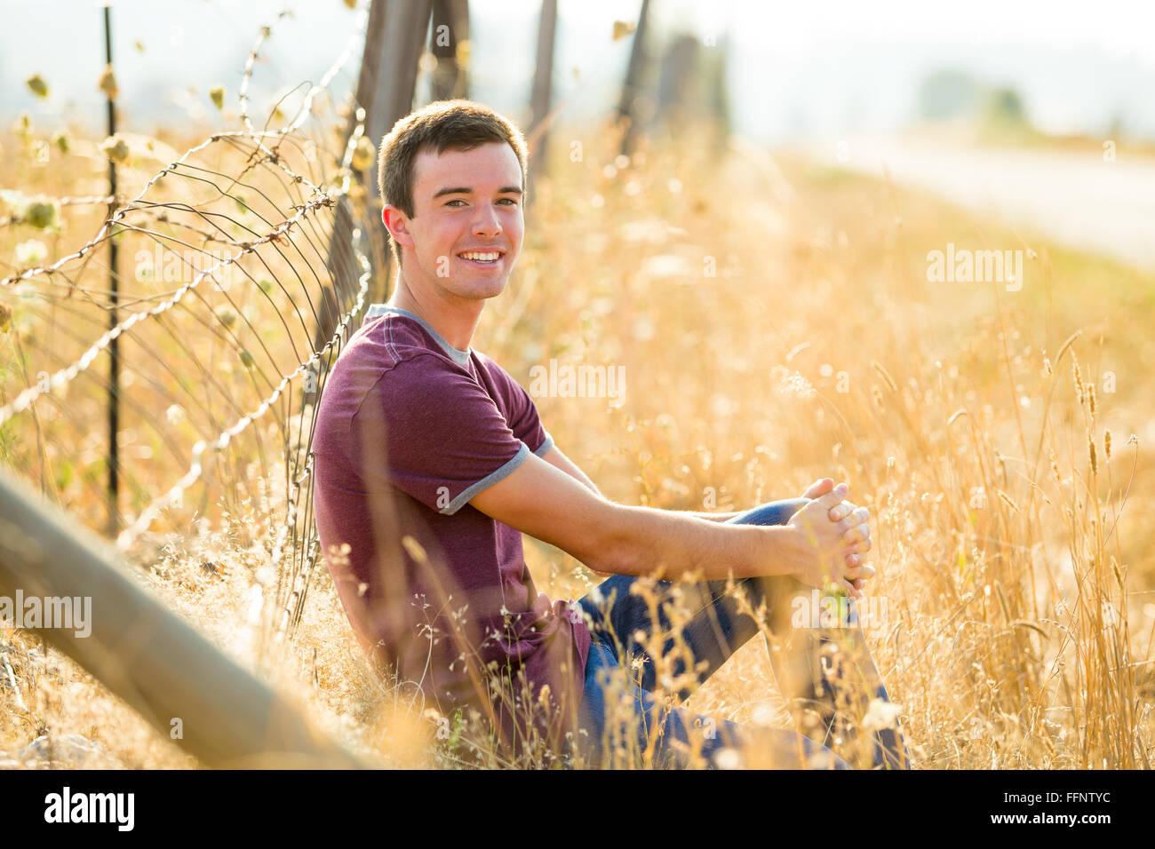 Retrato de un joven que está en el último año de la secundaria en Oregon. Imagen De Stock