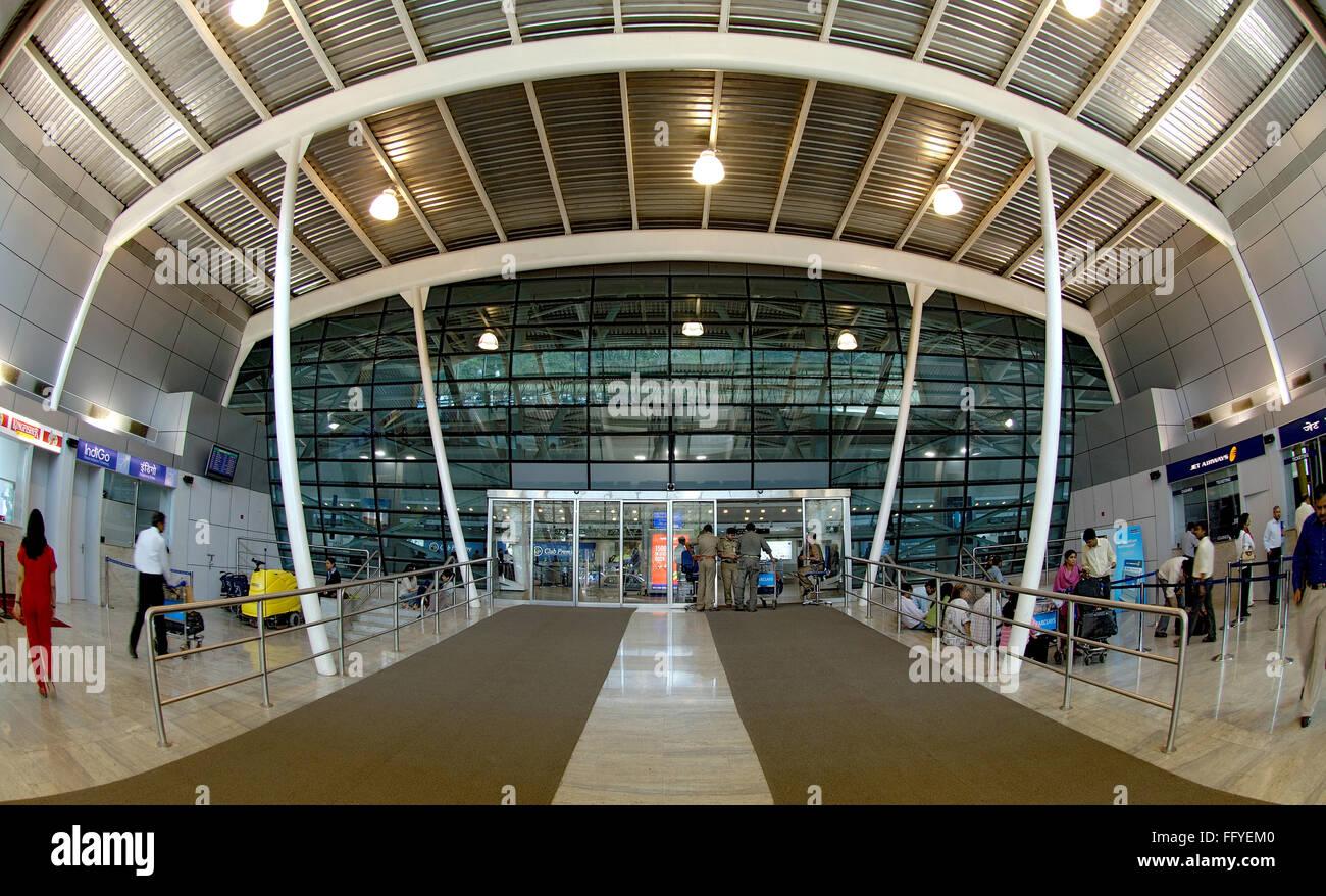 Entrada a la sala de embarque en el aeropuerto internacional de Chhatrapati Shivaji ; Santacruz ; ; ; Maharashtra Imagen De Stock