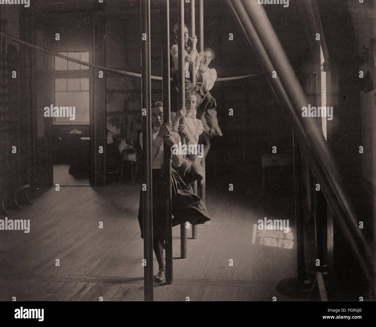Chica high school gimnasia, 1893 Imagen De Stock