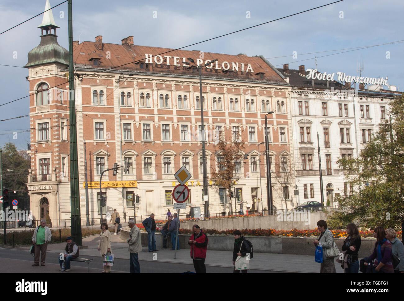 Hotel Polonia, cerca de la principal estación de trenes en la ciudad vieja de Cracovia, de Polonia, de Europa. Foto de stock