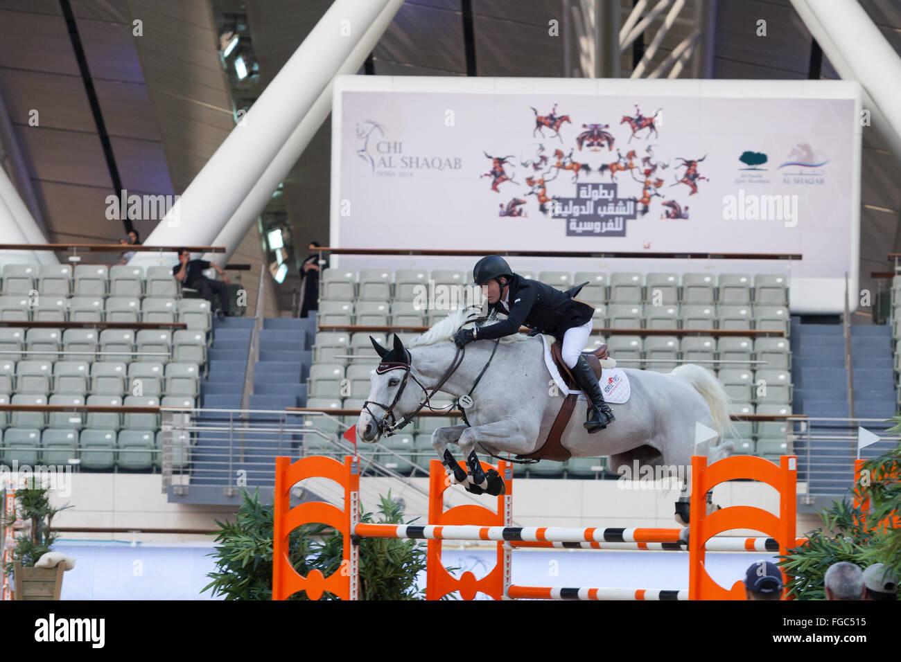 Rider compitiendo en concurso hípico en CHI Al Shaqab 2014 Imagen De Stock
