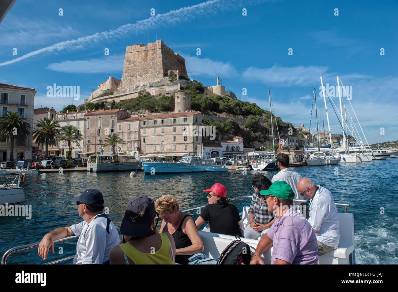 Viaje en barco alrededor de Bonifacio. La Córcega. Francia Imagen De Stock