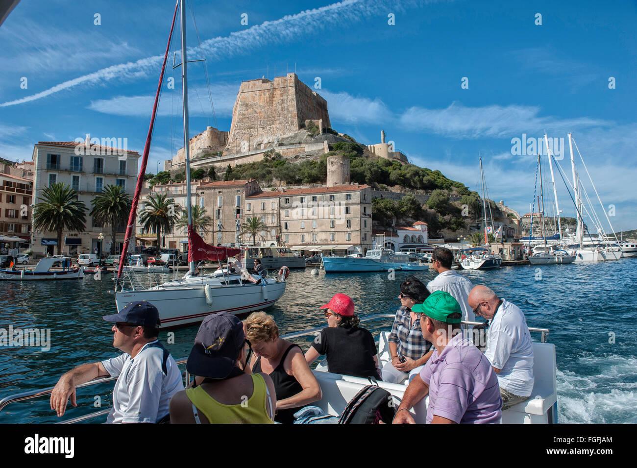 Viaje en barco alrededor de Bonifacio en Córcega, Francia. Imagen De Stock