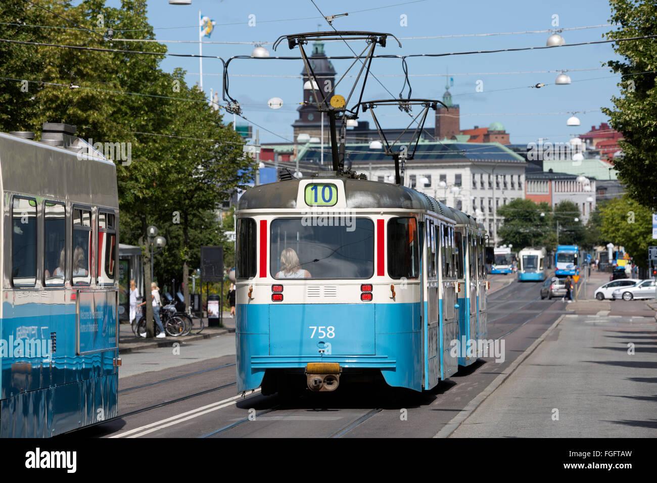 Tranvías en Kungsportsavenyen, Gotemburgo, West Gothland, Suecia, Escandinavia, Europa Foto de stock
