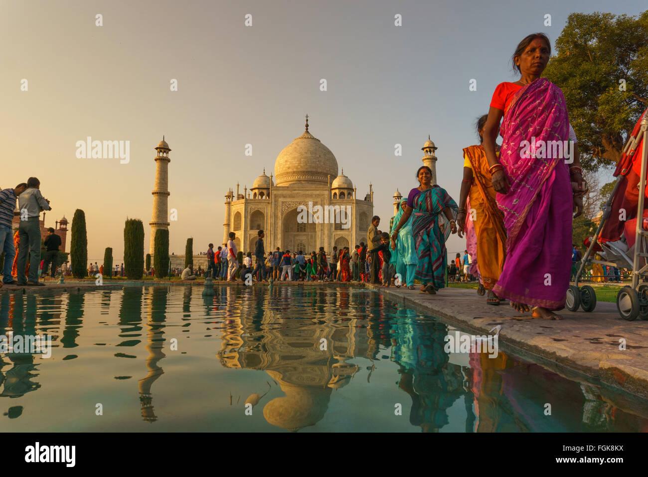 El Taj Mahal, un mausoleo de mármol blanco en Agra, India. Imagen De Stock