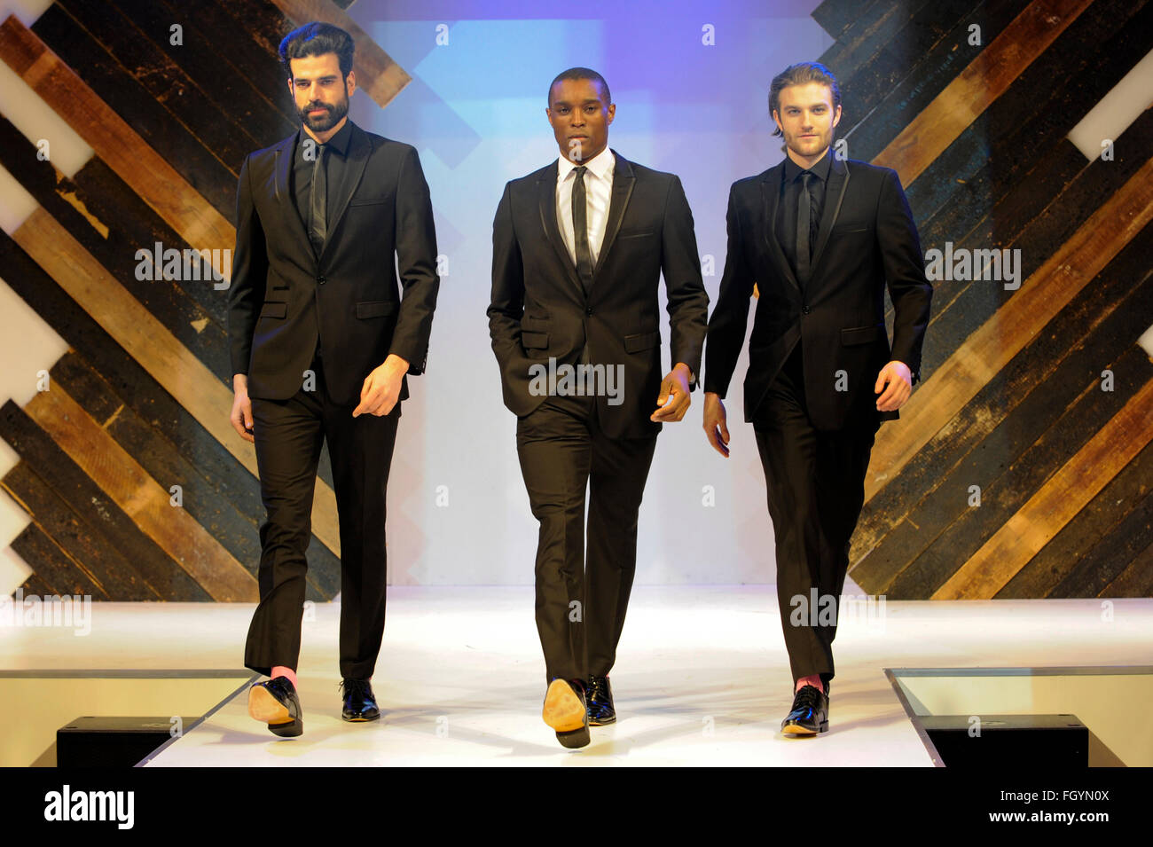 Modelos en la pasarela de la moda masculina en Moda, NEC Birmingham, Reino Unido, 22 de febrero de 2016. Crédito: Imagen De Stock