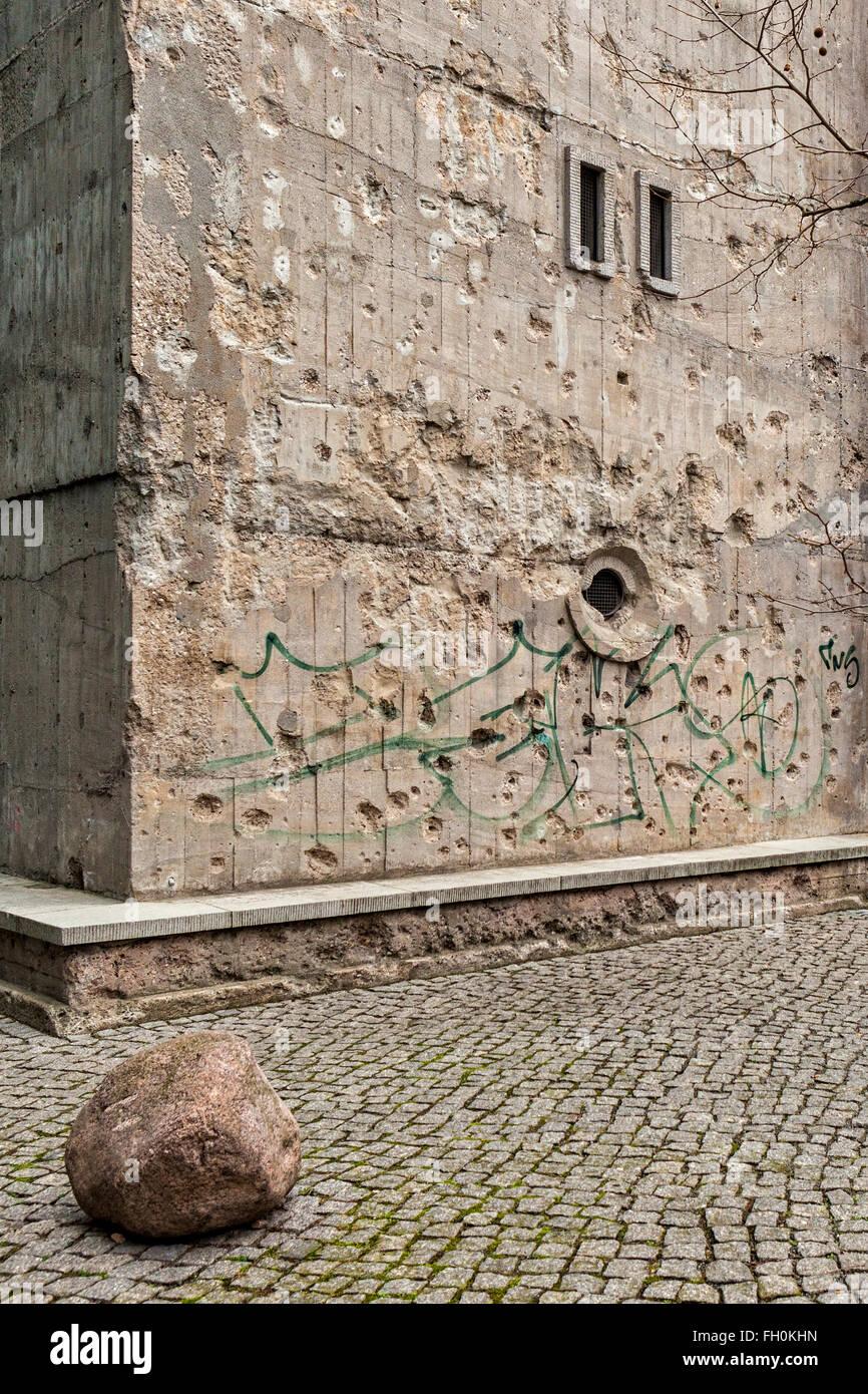 La guerra dañó la pared exterior de la colección Boros bunker, una colección privada de obras de arte en Berlín. Foto de stock