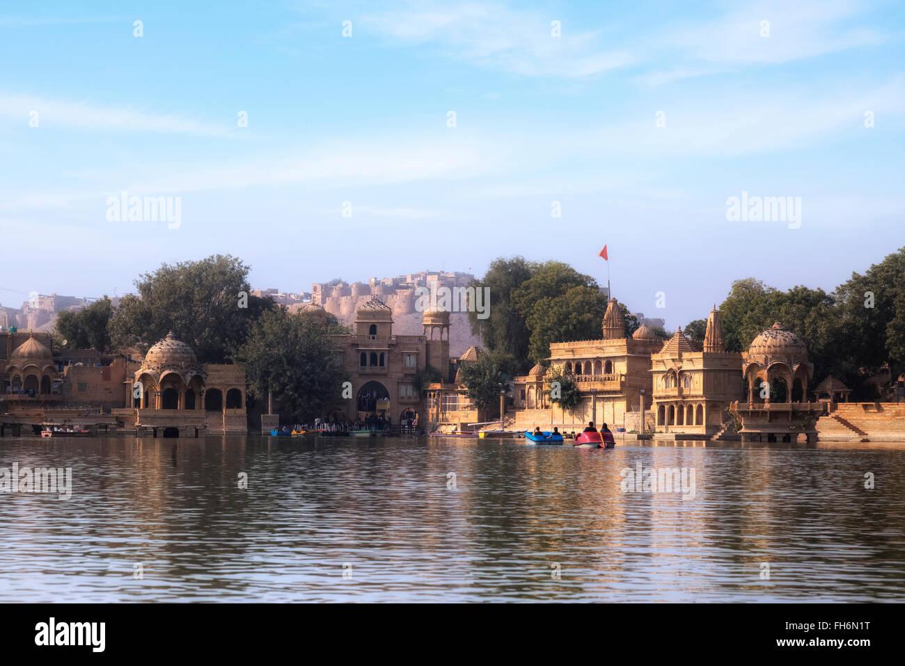 Ganga Sagar, el lago Gadisar, Jaisalmer, Rajasthan, India, Asia; Imagen De Stock