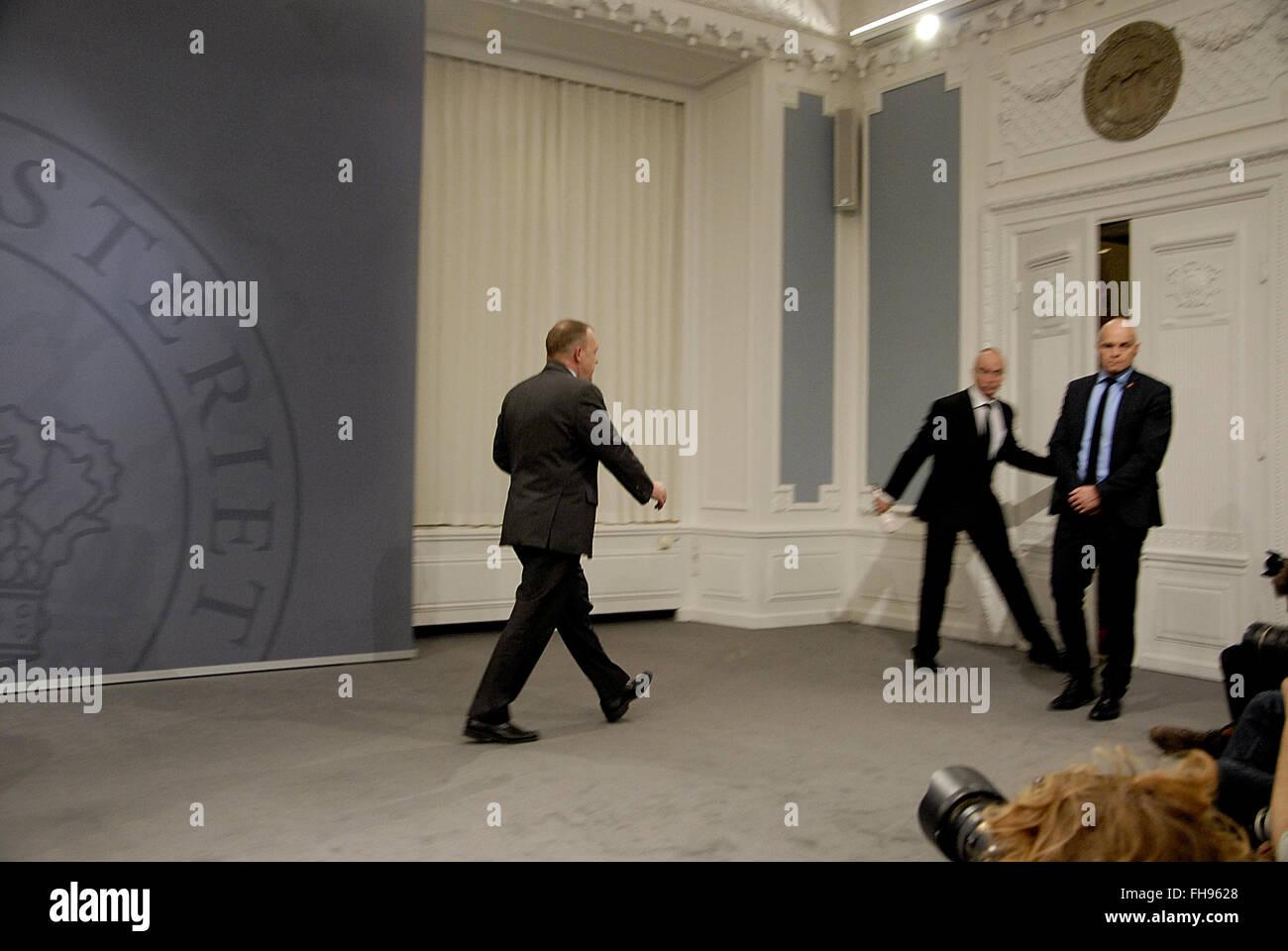 Copenhague, Dinamarca. 24 de febrero de 2016. El primer ministro danés Lars Lokke Rasmussen celebra conferencia Imagen De Stock