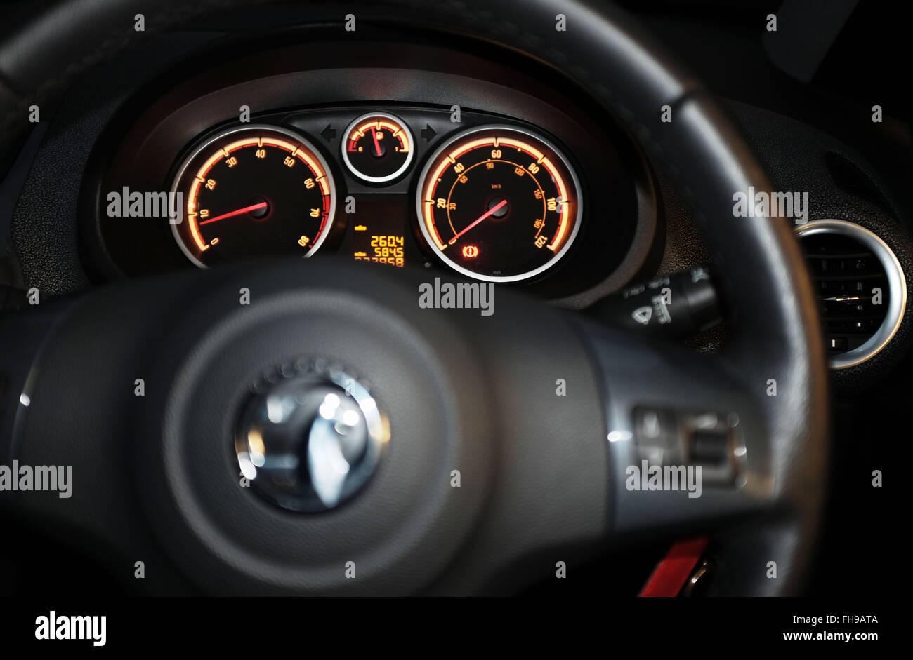 Vauxhall Corsa dashboard tablero de instrumentos y el volante Imagen De Stock