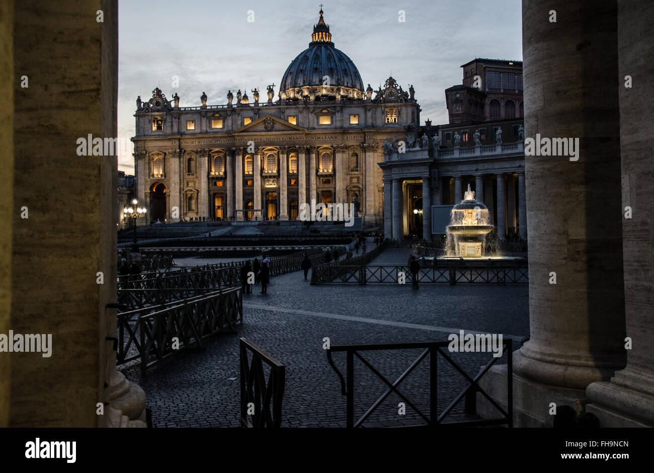 Roma:increíbles vistas a la cúpula de San Pedro con la hermosa luz Imagen De Stock