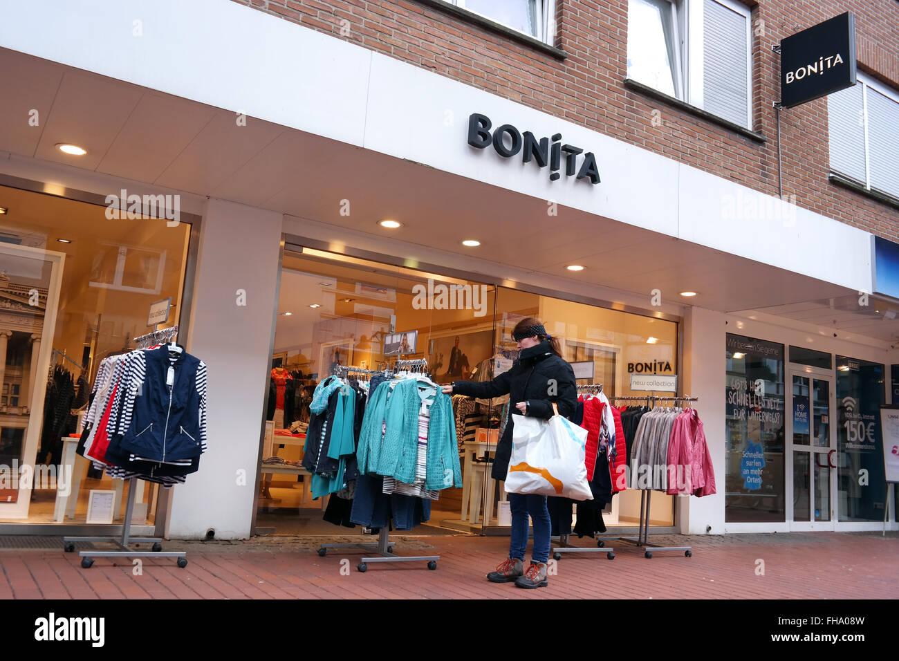 Rama de la Bonita tienda de moda Imagen De Stock
