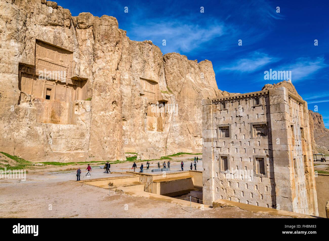 Las antiguas tumbas de los reyes Aqueménidas de Naqsh-e Rustam en Irán Imagen De Stock