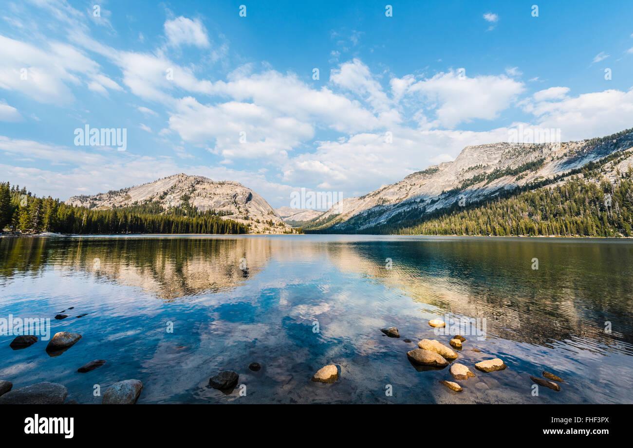 Lago de Tenaya, Parque Nacional Yosemite, California, EE.UU., América del Norte Foto de stock