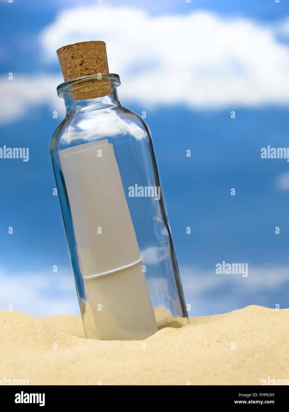 Mensaje en una botella Foto de stock