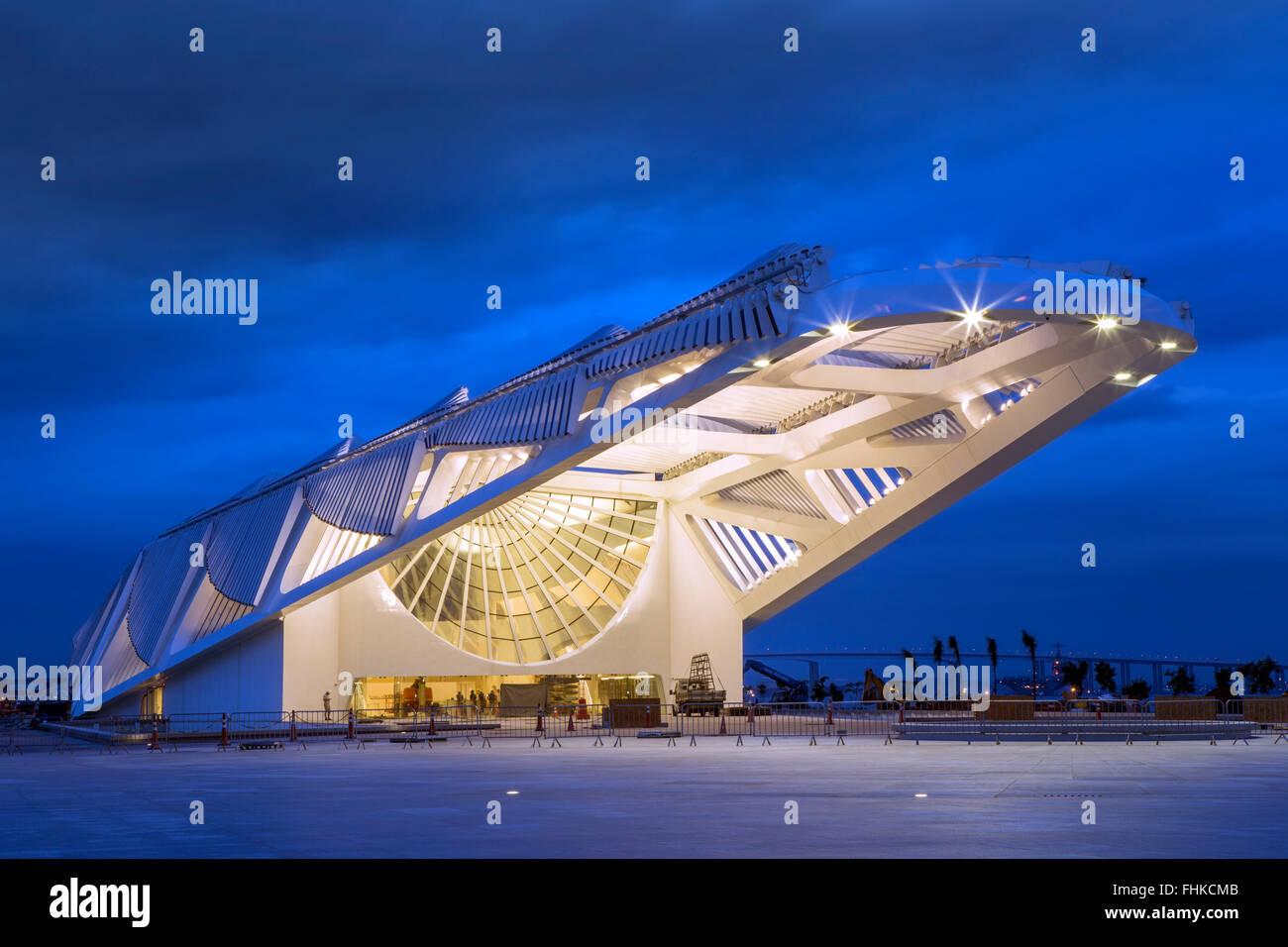 Brasil, Rio de Janeiro, Museo de mañana de Santiago Calatrava inaugurado en 2016. Imagen De Stock