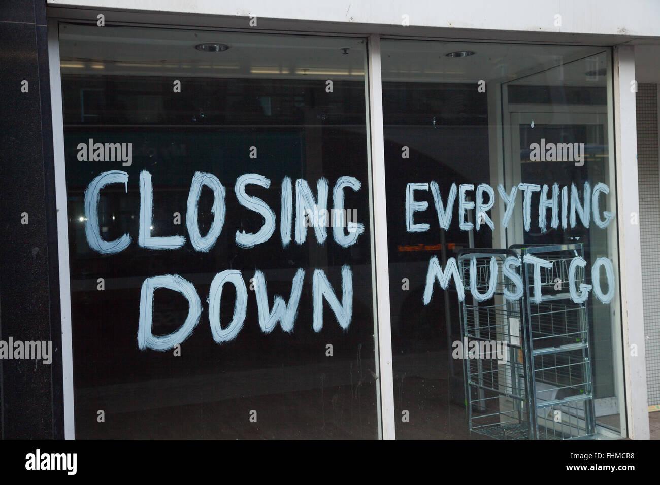 Signos de recesión en Edimburgo, escaparates, cerrando los signos. Foto de stock