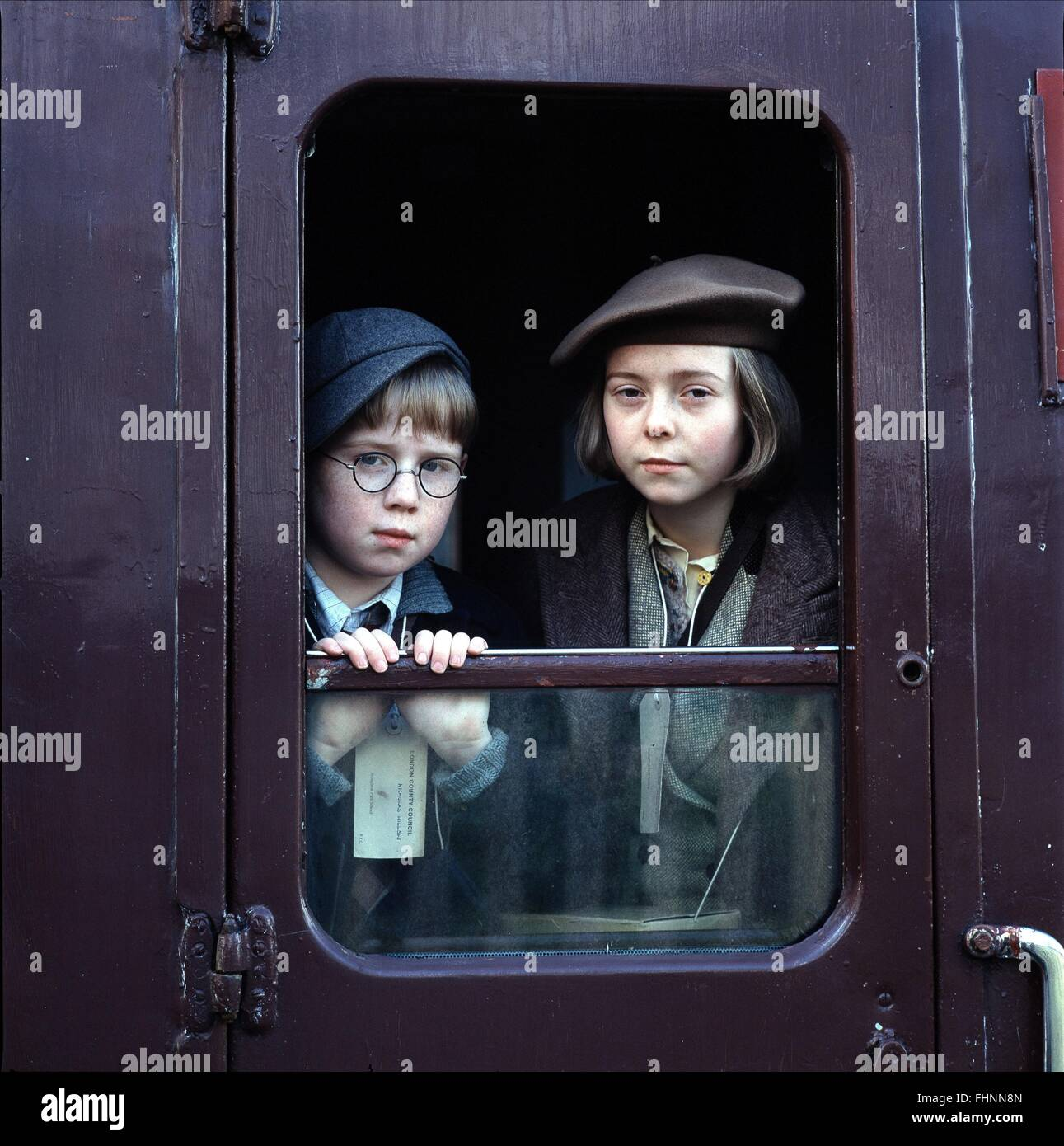 JACK STANLEY & KEELEY FAWCETT CARRIE'S WAR (2004) Imagen De Stock