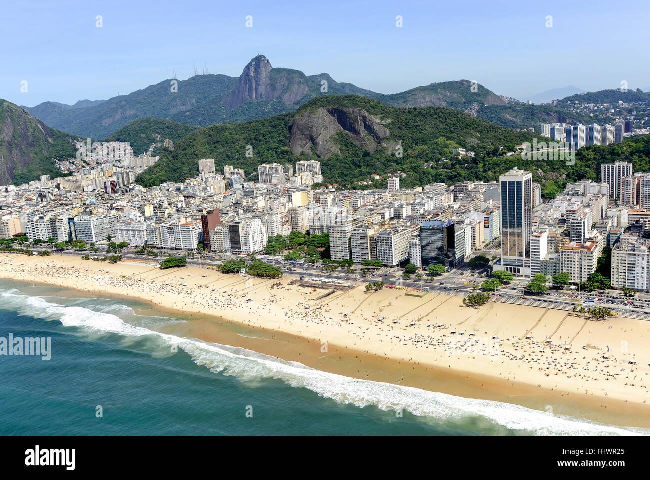 Vista aérea de parte de los barrios y las playas de Copacabana y Leme y Avenida Atlantica Imagen De Stock