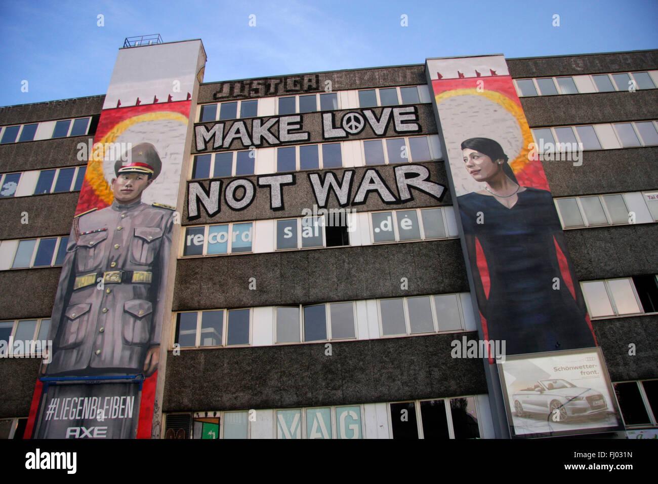Gemaelde auf Hausfassade, Berlín-Kreuzberg. Imagen De Stock
