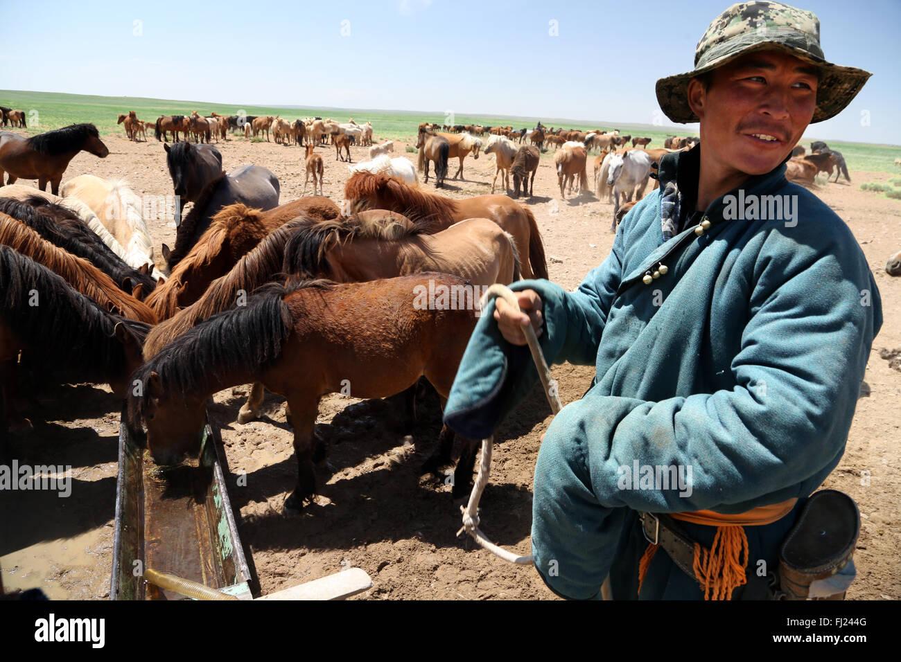 Retrato del hombre de Mongolia con ropa de vestir tradicional llamado 'deel' Imagen De Stock