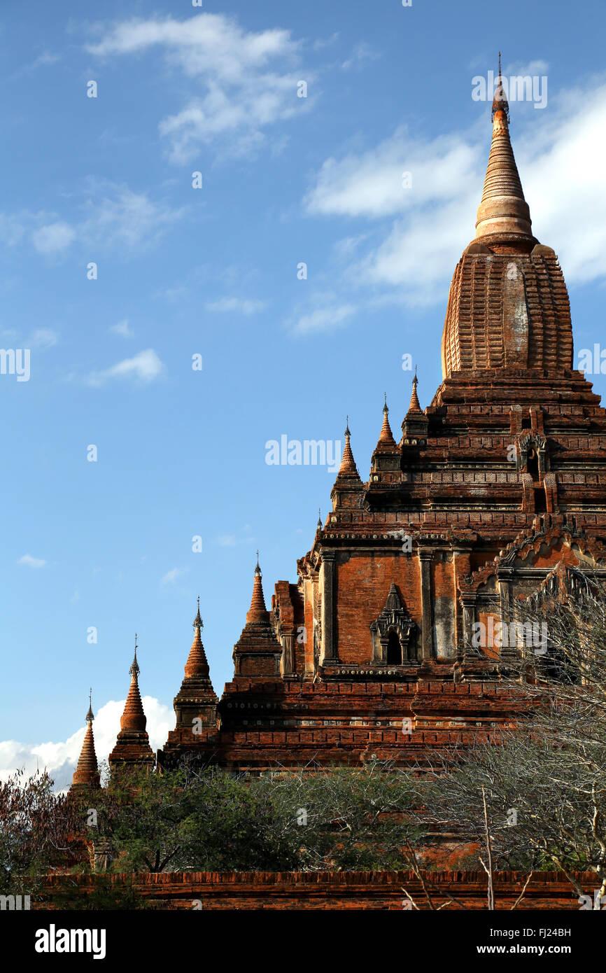 Templo en Old Bagan, Myanmar (el paisaje y la arquitectura) Imagen De Stock