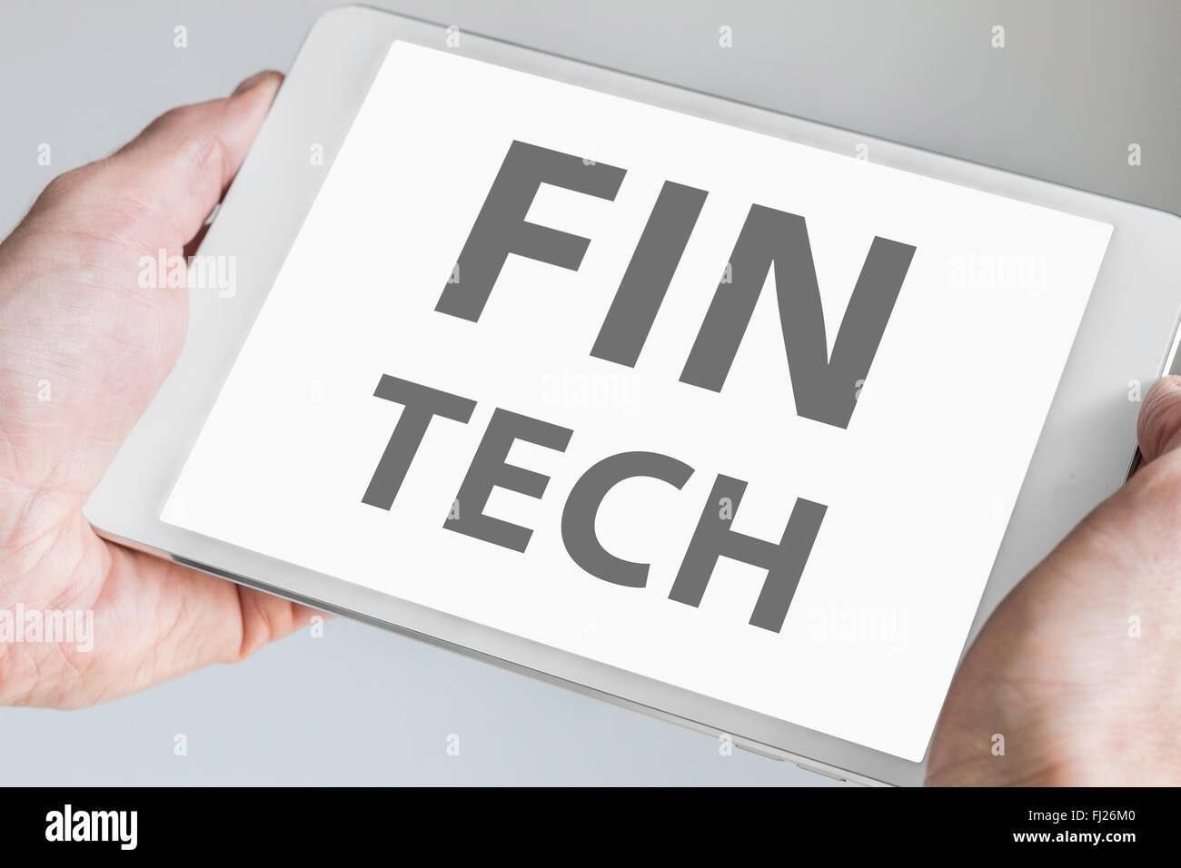 Fin tech el texto que aparece en la pantalla táctil de Tablet moderno o dispositivo inteligente. Concepto de Imagen De Stock