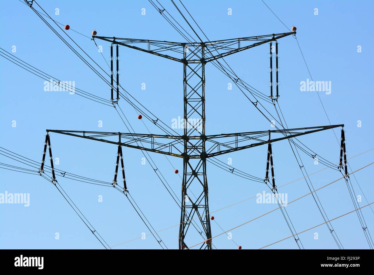 La electricidad de alto voltaje pylon closeup Foto de stock