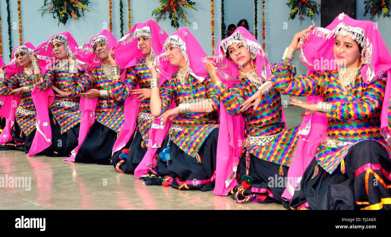 Punjabi Dresses Imágenes De Stock & Punjabi Dresses Fotos De Stock ...