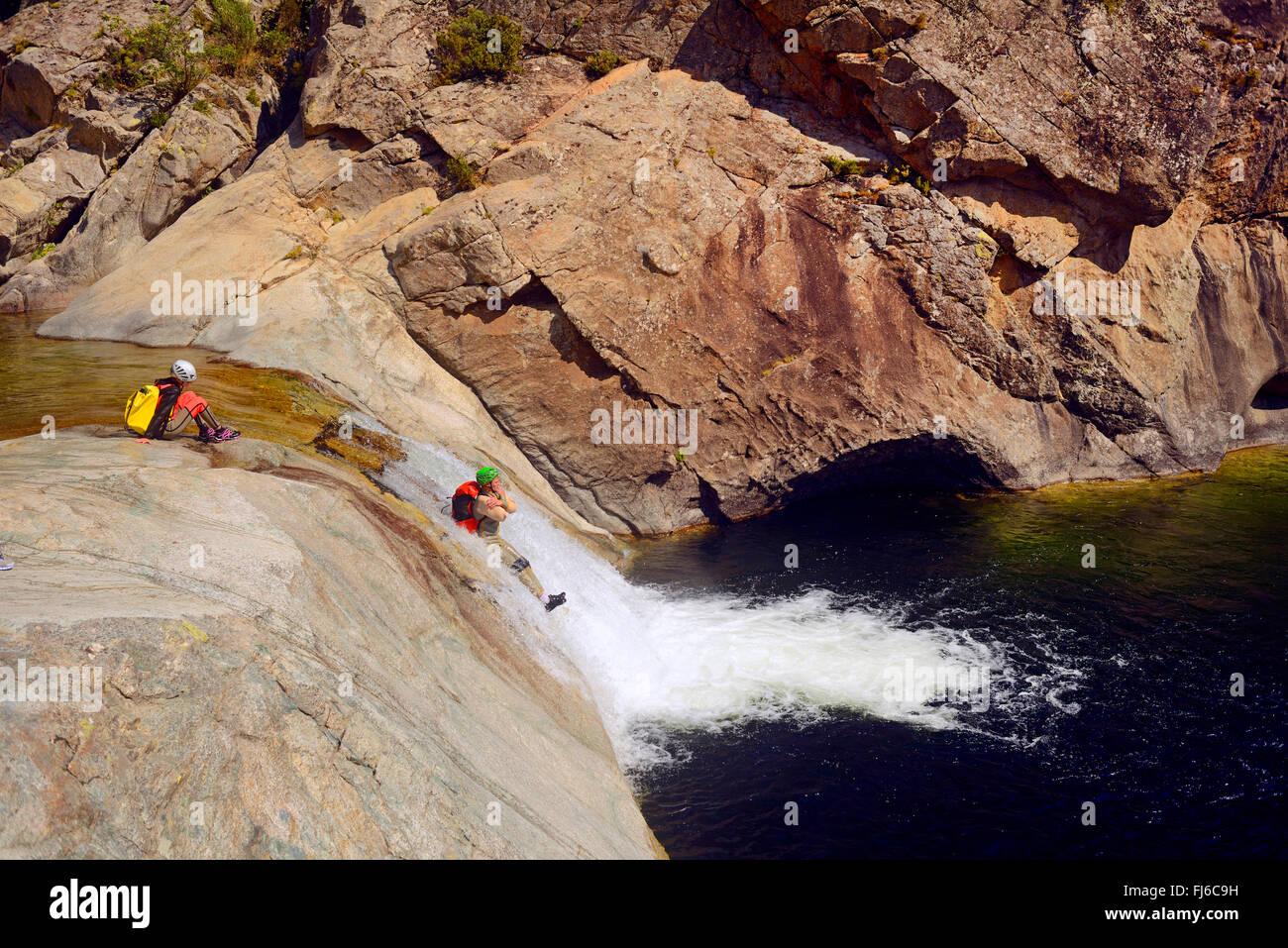 Barranquismo en el cañón de Travo, Francia, Córcega, Alta Rocca Imagen De Stock