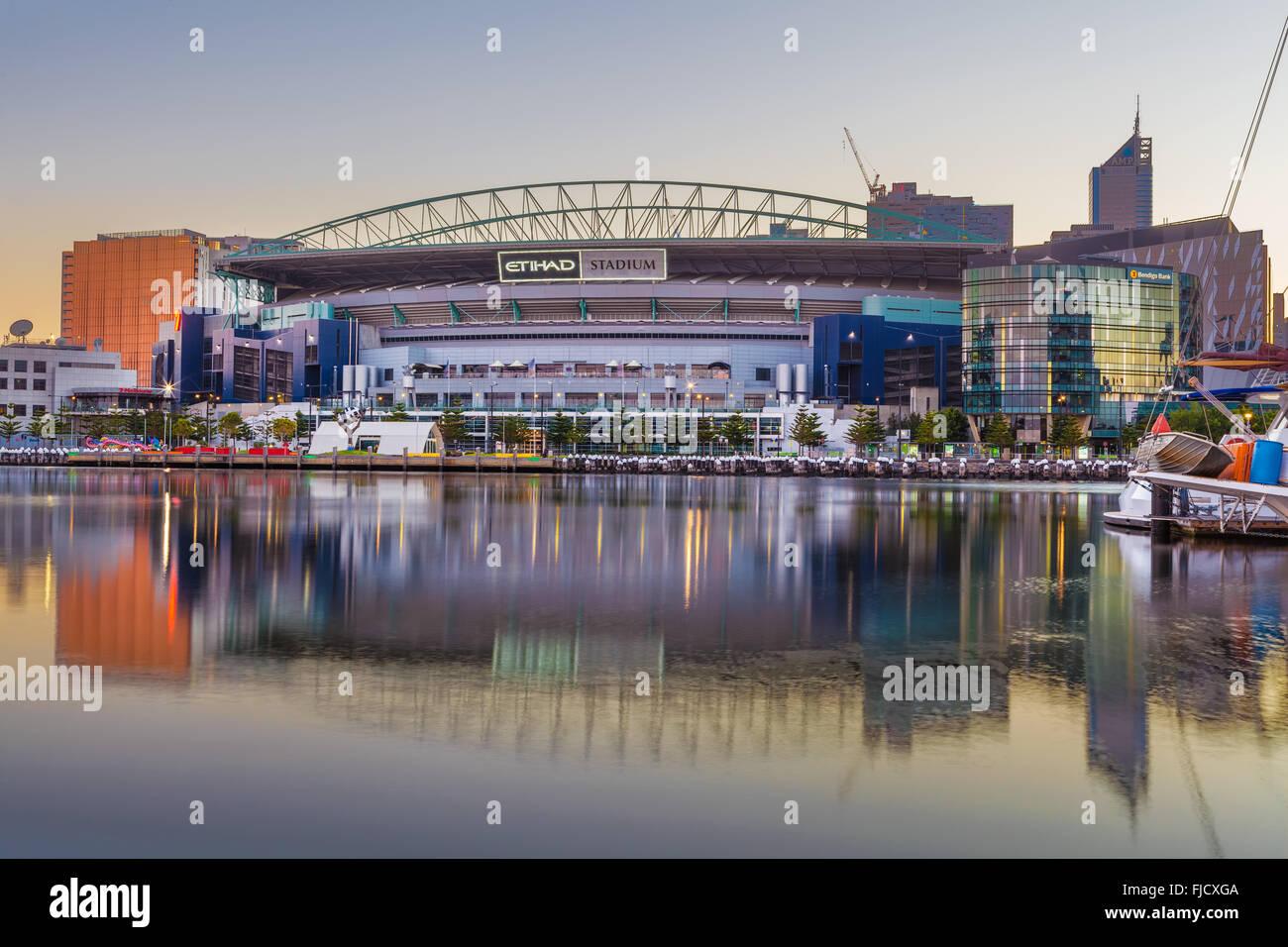 Melbourne, Australia - 21 de febrero de 2016: el estadio Etihad Stadium vistos desde temprano en las mañanas Imagen De Stock